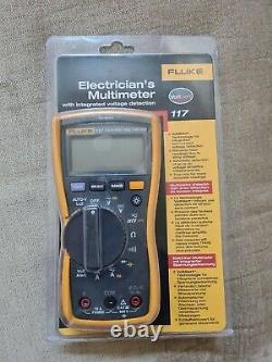 Fluke 117 True RMS Digital Multimeter with Integrated Voltage Detection VAT Reg